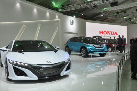 Honda's NSX concept car (Left) and the Vision XS-1 concept car (Right)